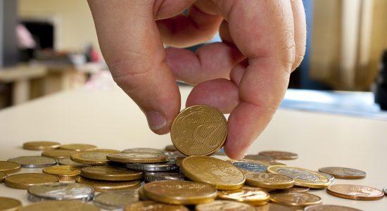 Caixa inicia pagamento do PIS para nascidos em março e abril