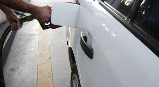 Petrobras aumenta gasolina em 4,2% nas refinarias
