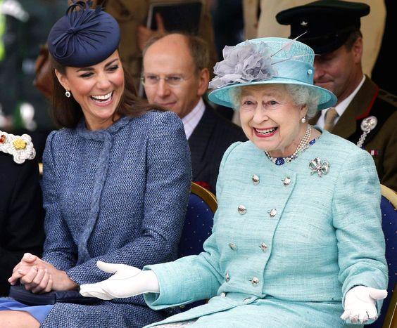 Elizabeth II é a monarca a reinar por mais tempo no Reino Unido