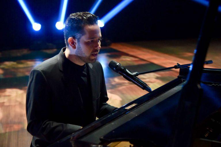 Pr. Lucas vence 14º Grammy Latino com Pintor do Mundo