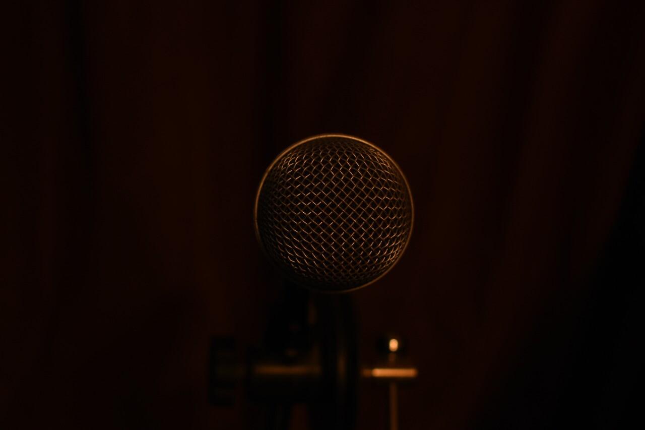 microphone-3189726_1280