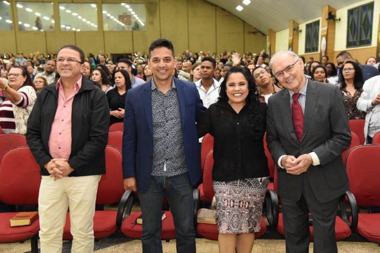 Culto mensal da 93 FM tem Cassiane, Michelle Nascimento e Hellen Miranda