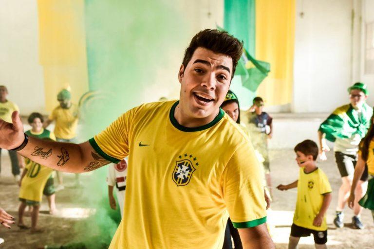 Thiago Makie grava clipe inspirado na Copa do Mundo