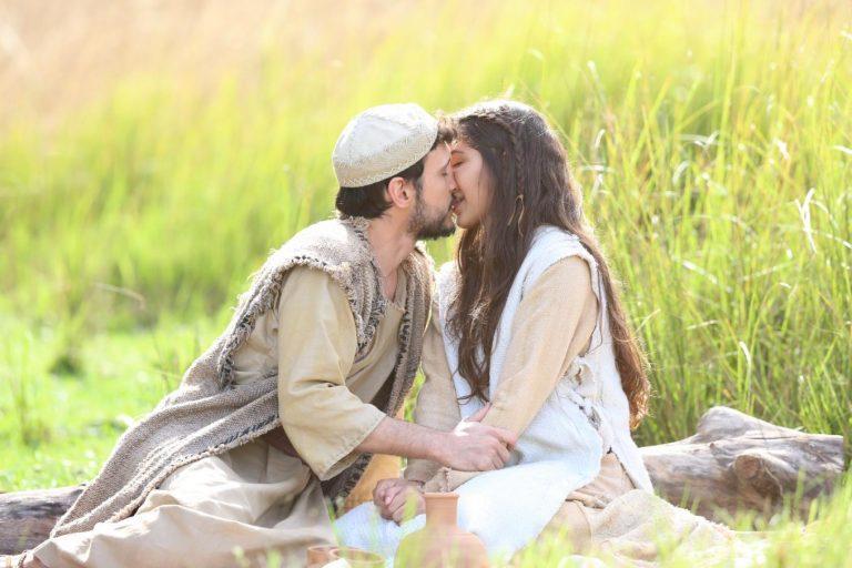 Maria e José estão apaixonados e preparam casamento