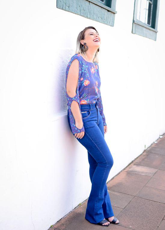 46717c02e Escolha blusas que sigam o formato da calça / Foto: Mari Simionato