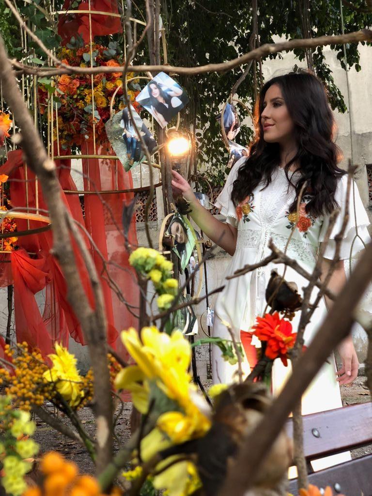 Esther Marcos grava clipes de suas músicas mais ouvidas