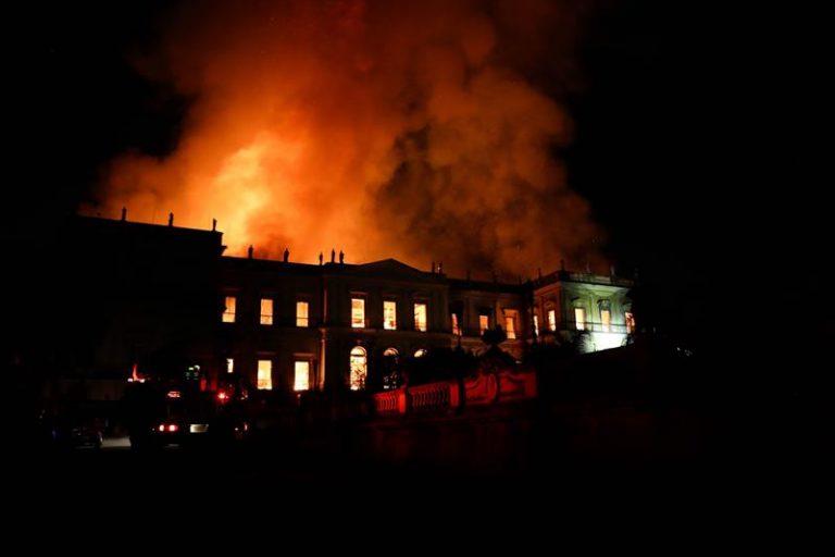 Incêndio destrói praticamente todo Museu Nacional