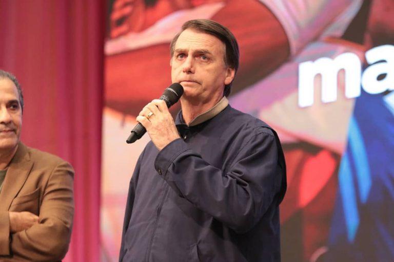 Jair Bolsonaro agradece a Deus na igreja de Silas Malafaia