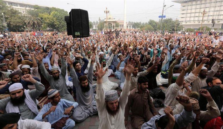 Islamitas fizeram diversos protestos pedindo sua execução durante o processo