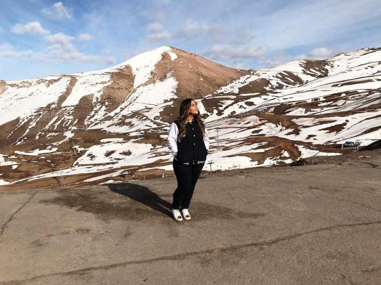 Michelle Nascimento encara o frio e grava clipe no Chile