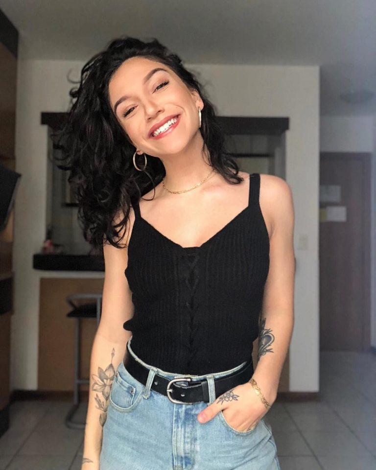 Priscilla Alcântara afirma ser uma cantora pop