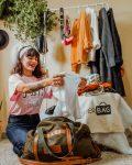 Cliente da Upperbag mostra satisfação em receber suas roupas