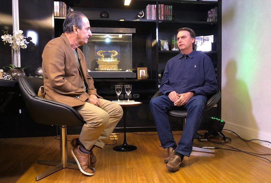 Jair Bolsonaro falou sobre seus planos para o Brasil no programa Vitória em  Cristo Foto  Reprodução Instagram 86070e1771