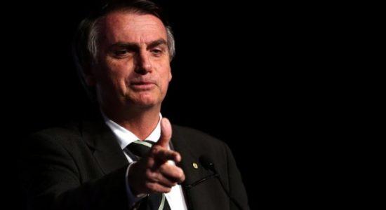 Presidente Jair Bolsonaro afirma que pretende reconduzir o presidente da Fundação Palmares