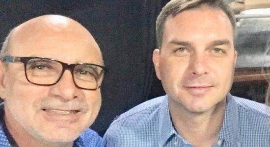 Ex-assessor Fabrício Queiroz e o senador Flávio Bolsonaro