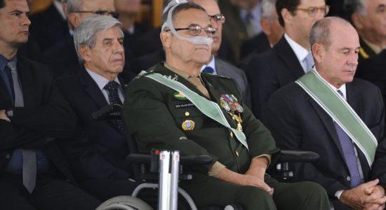 General Villas Bôas se despede do Exército