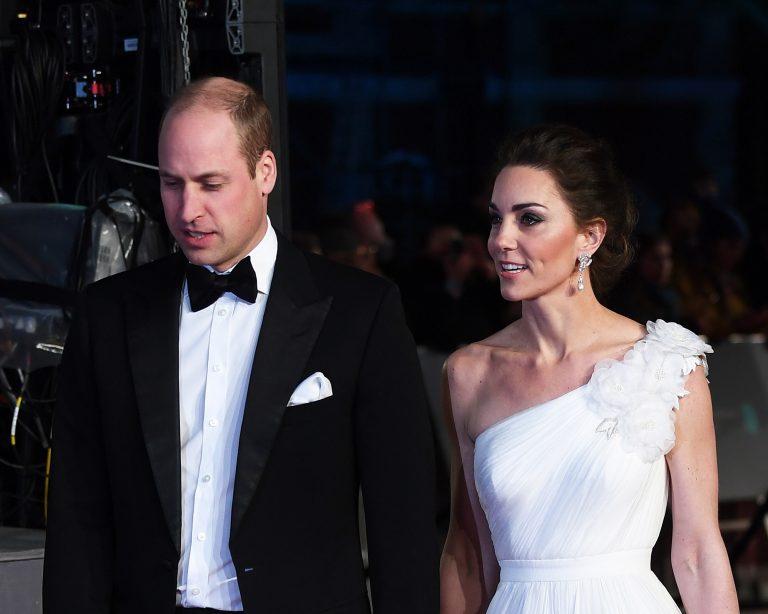 Duquesa de Cambridge usou um vestido da marca Alexander McQueen