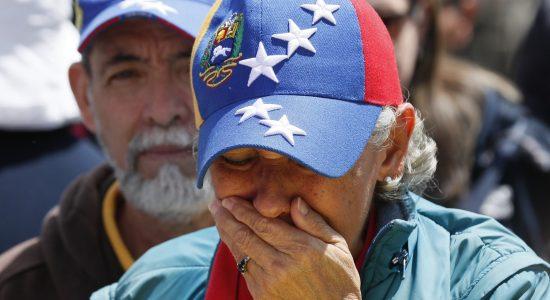 Venezuela passa por confrontos entre forças a favor e contra Maduro