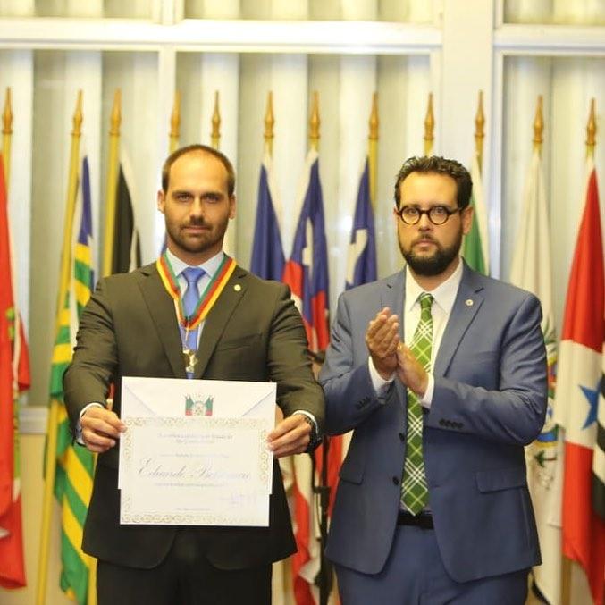 Eduardo Bolsonaro recebeu prêmio no Rio Grande do Sul