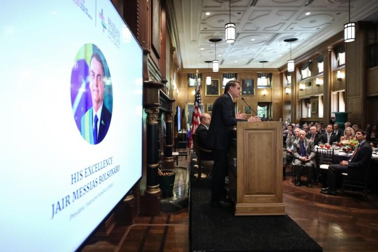 Bolsonaro recebe prêmio de personalidade do ano nos EUA