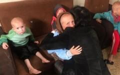 Momento de emoção ao encontrar os netos