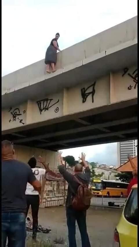 Pastora comete suicídio ao se jogar de viaduto
