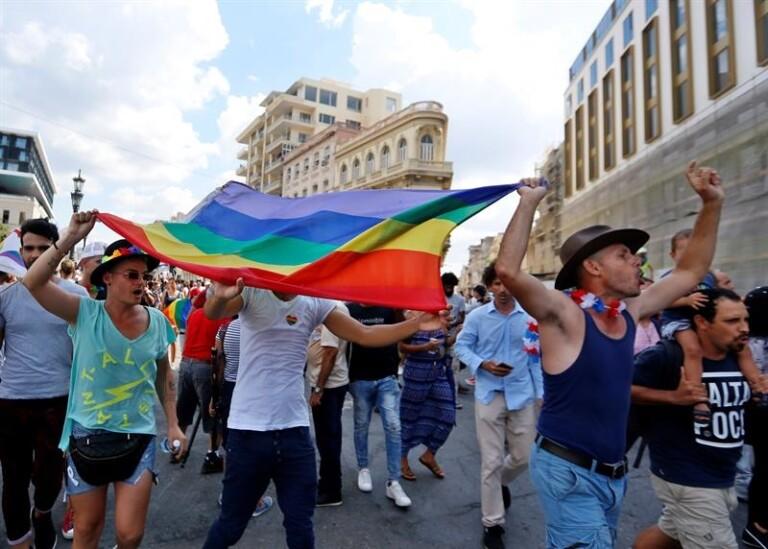 Cubanos foram duramente reprimidos em passeata do orgulho LGBT