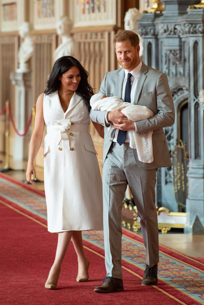 Príncipe Harry e Meghan apresentaram o filho dois dias depois do nascimento
