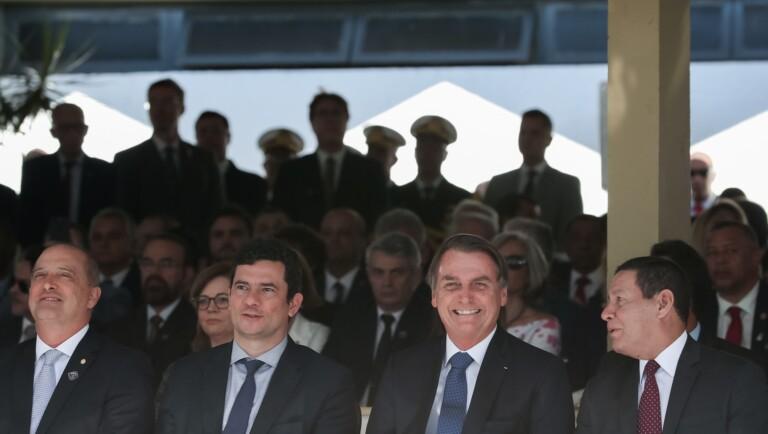 Jair Bolsonaro condecorou o ministro Sergio Moro