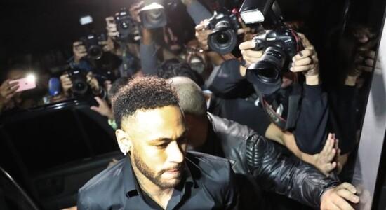 Neymar prestou depoimento em delegacia do Rio de Janeiro