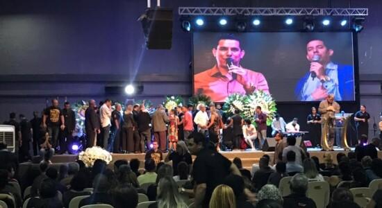 Velório do pastor Anderson do Carmo aconteceu na Cidade do Fogo