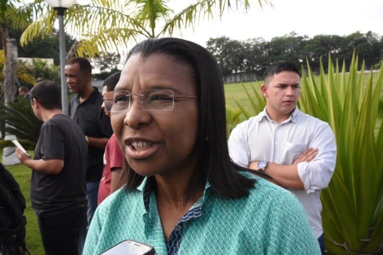 A deputada Rosângela Gomes (PRB) ressaltou a parceria entre Flordelis e seu marido no parlamento