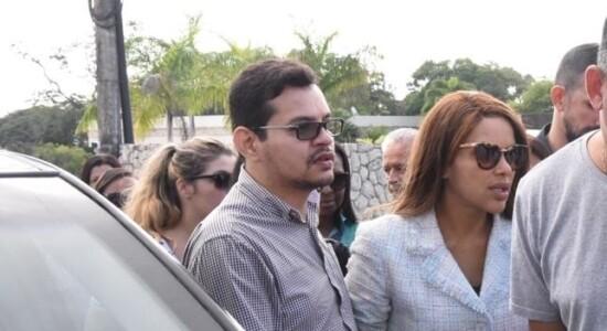 Flávio dos Santos, à esquerda de Flordelis, é acusado de ser o mandante do crime