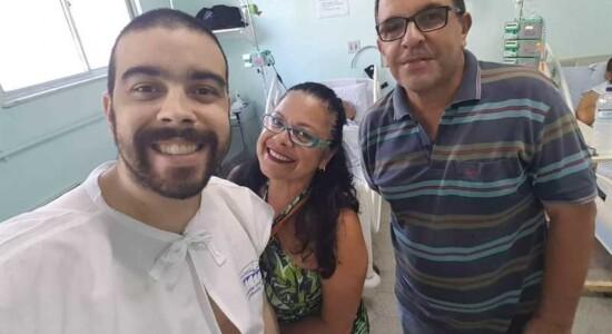 Lucas Vieira (esq.) lutava contra leucemia