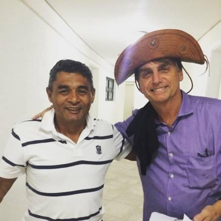 Bolsonaro com o pai de Michelle