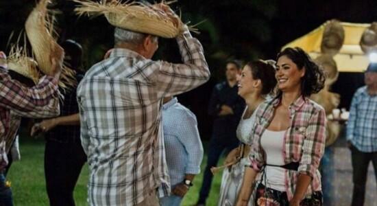 Michelle Bolsonaro faz festa julina com funcionários