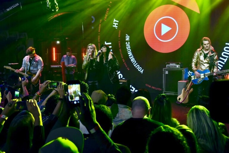 Fernanda Brum e Marine Friesen cantaram no 1º YouTube Music Night