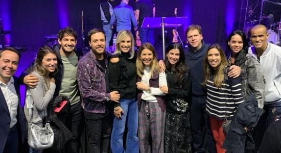 Filha de Silvio Santos comemora aniversário em igreja evangélica
