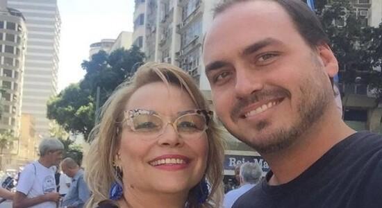 Rogéria e o filho, Carlos Bolsonaro