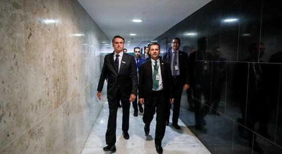 Bolsonaro escala equipe ministerial em combate a queimadas