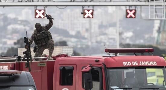 Atirador aproveitou a saída do sequestrador e atirou contra o criminoso