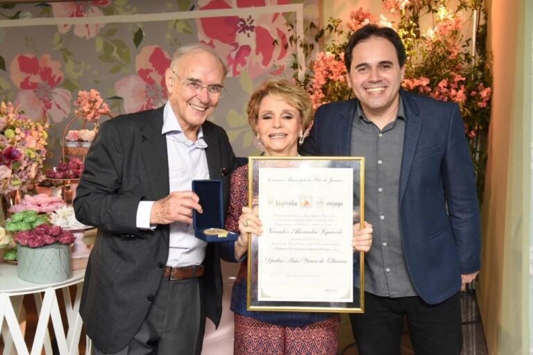 Amigos celebram aniversário de Yvelise de Oliveira