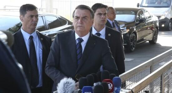 Presidente Jair Bolsonaro fala à imprensa