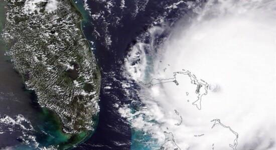 Imagem da Nasa mostra passagem do furacão Dorian sobre as Bahamas