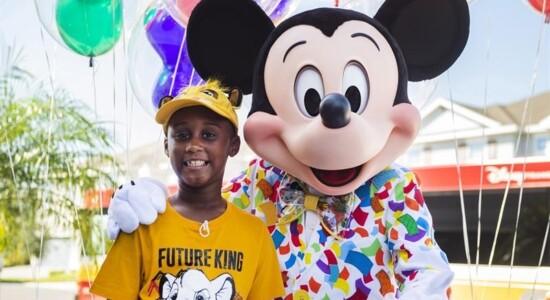 Menino ajudou vítimas de furacão com dinheiro que juntou para ir à Disney