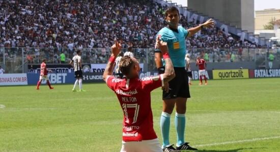 Internacional vence o Atlético-MG