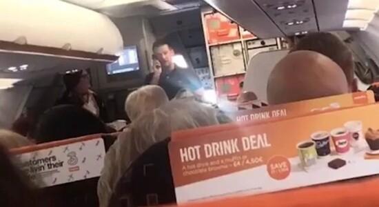 Piloto de férias guia aeronave
