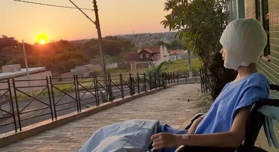 Jovem escalpelada em treino de kart fez desabafo em rede social