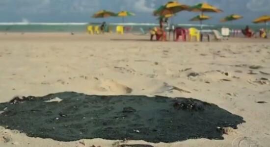 Óleo encontrada em praias da região Nordeste