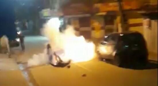Homem cai no chão e granada em seu bolso explode